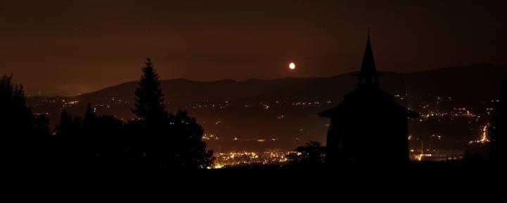Východ měsíce na Solárce