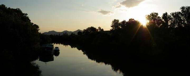Řeka Bodrog u nejnižšího bodu Slovenska 94 m n. m